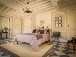 la-maison-d-aux-chambre-vestibule-bed2-la-romieu-chambres-hotes