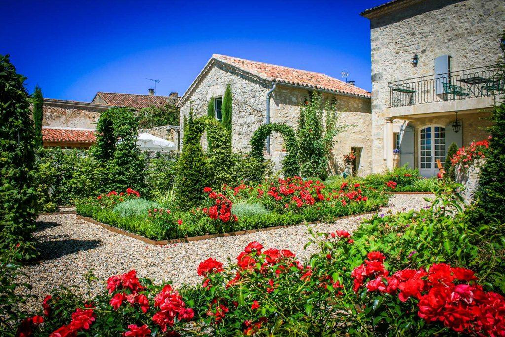 De tuin en het zwembad – La Maison d\'Aux